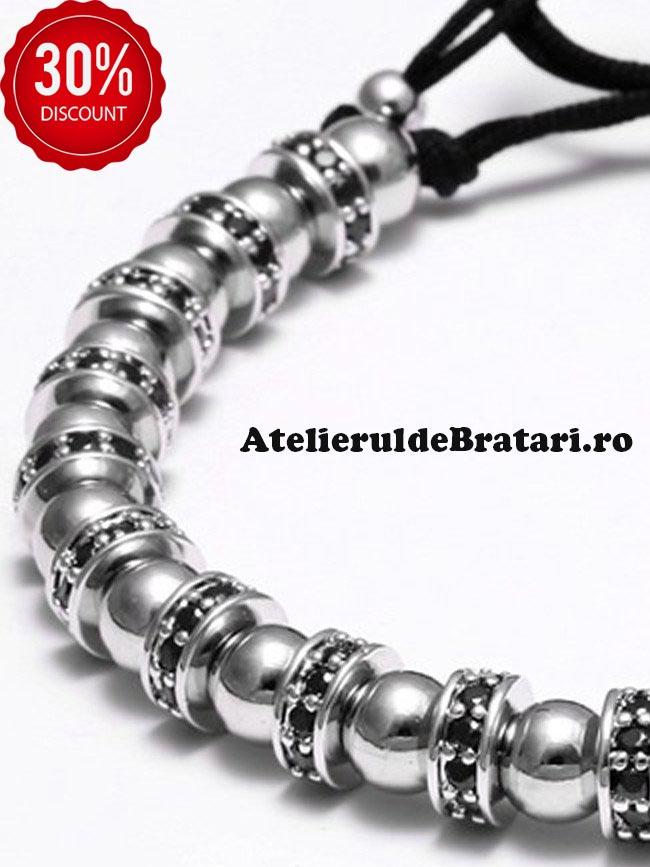 Bratara dama cu Argint 925 rodiat si spatiatoare cu cristale Zirconia este ambalata intr-o cutie cadou si poate fi cadoul ideal pentru o zi aniversara sau onomastica.