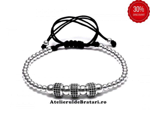 Bratara dama cu Argint 925 cu 3 tuburi cu cristale zirconia este impletita manual. Bratara dama cu Argint 925 cu 3 tuburi cu cristale zirconia este ambalata intr-o cutie cadou si poate fi cadoul ideal pentru o zi aniversara sau onomastica.